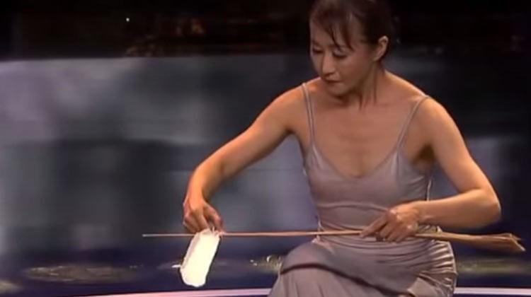 Mioka Shida displays perfect balance